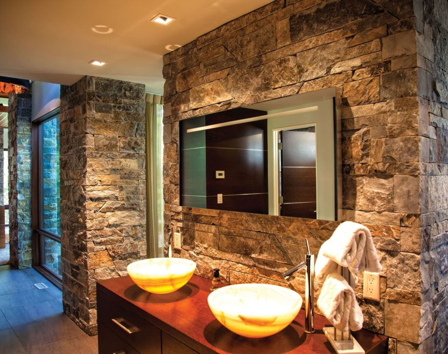 Moose Mountain Ashlar Stone Veneer on Bathroom Walls